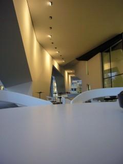 Linde Agora Freibereich vor Cafeteria Nachtstimmung